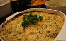 Il cavolfiore gratinato al forno con panna con la ricetta del contorno sfizioso