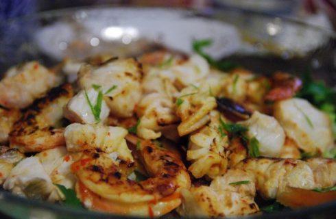La ricetta dell'insalata di pesce nella versione fredda o calda