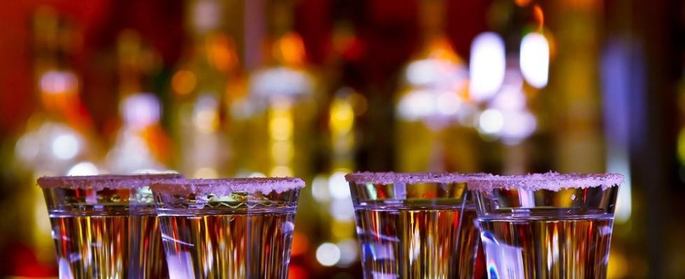 Superalcolici e cocktail: come abbinarli al cibo