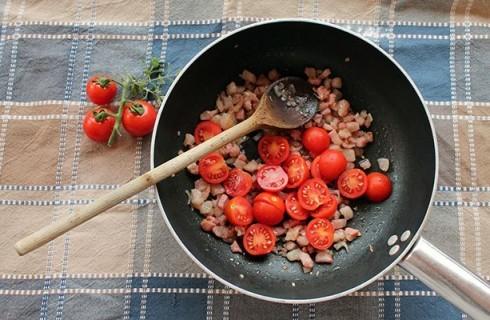 la salsa di pomodoro e guanciale
