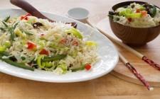 Il riso con verdure saltate