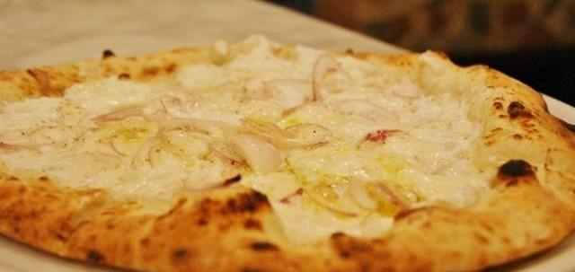 Pizza con ricotta e cipolle, Da Attilio