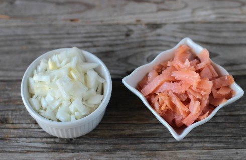 La cipolla e il salmone affumicato