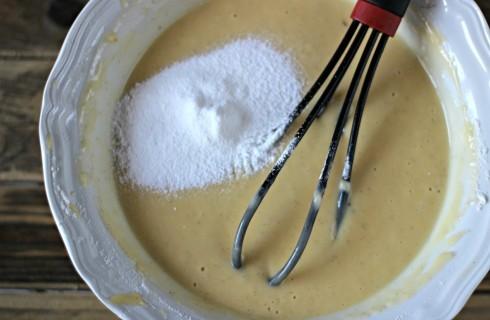 L'impasto della torta allo yogurt