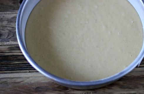 La torta allo yogurt nello stampo