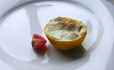 La ricetta dei limoni ripieni con salsa al tonno