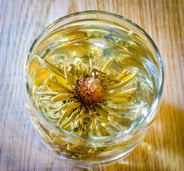 Tè cinese con fiori di loto