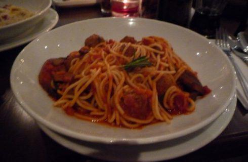 Spaghetti con polpette, la ricetta di Bastianich a Masterchef
