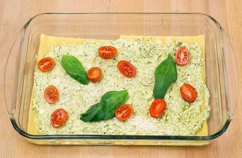 Il confezionamento delle lasagne al pesto