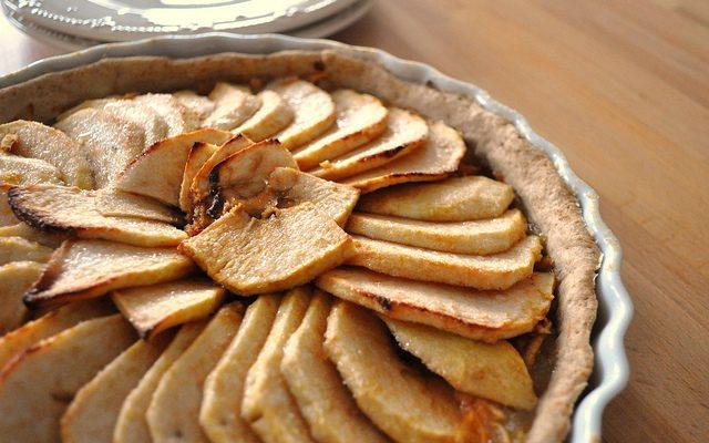 Ecco come si prepara la pasta frolla con mandorle e nocciole