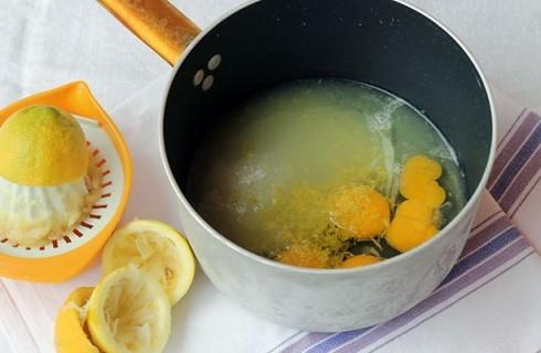 La preparazione della crema al limone