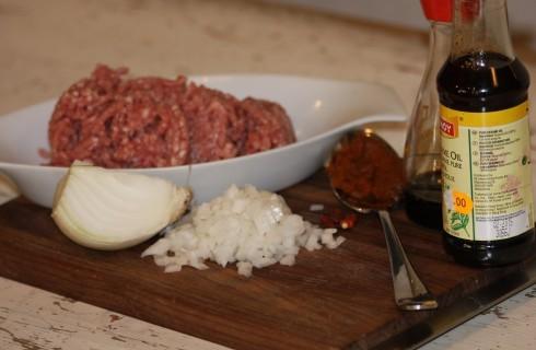 Gli ingredienti degli involtini di lattuga thailandesi