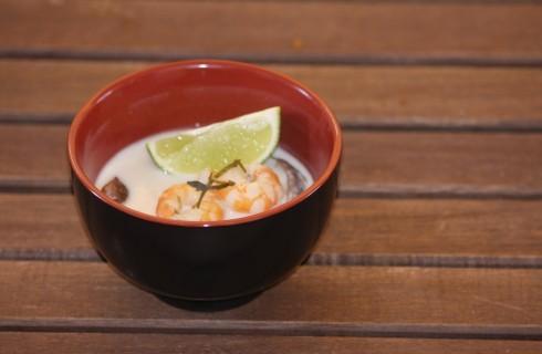 Tom Yam zuppa di pesce thailandese