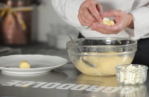 Le crocchette riempite con la mozzarella