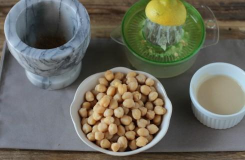 gli ingredienti per fare l'hummus