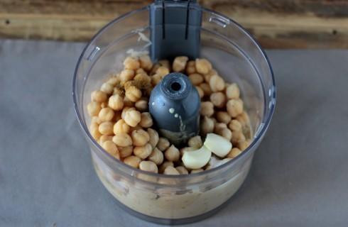 La preparazione dell'hummus