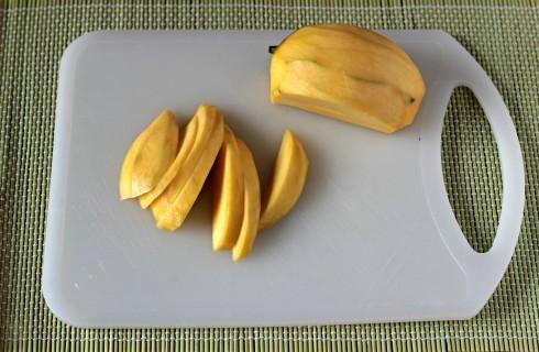 Il mango tagliato a fette