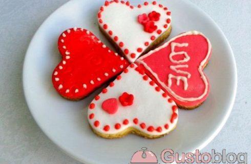 Biscotti di San Valentino con decorazioni in pasta di zucchero, ecco la foto ricetta da seguire