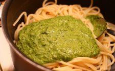 Pasta al pesto di mandorle e zucchine da fare con la ricetta semplice