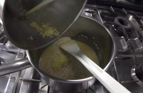 Il risotto con la cipolla e il burro