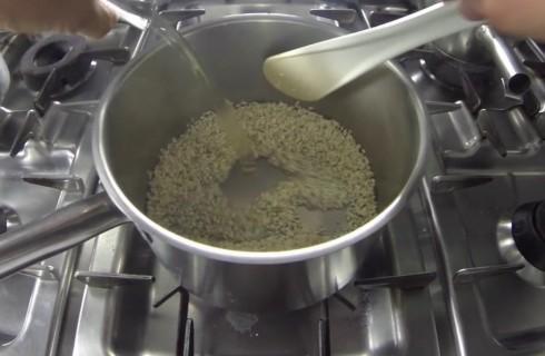 Il risotto sfumato con il vino bianco
