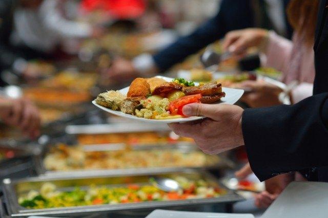 Piatto al buffet