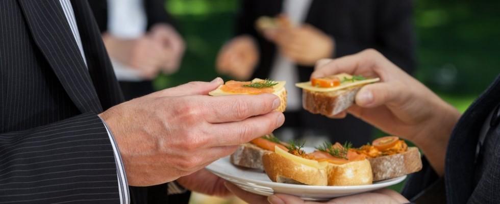 Le regole del galateo: il buffet