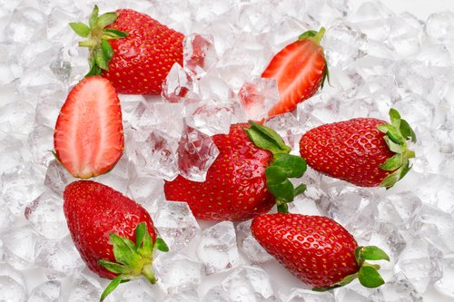 fragole su ghiaccio