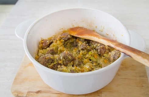 Il soffritto di carne e ortaggi per lo spezzatino