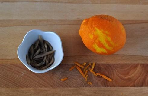 Le scorze di arancia e le listarelle di aringa