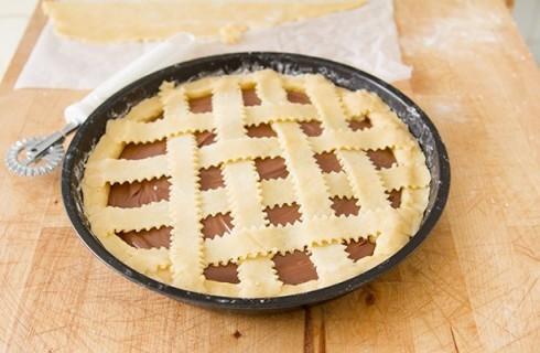 Il confezionamento della crostata alla Nutella