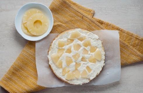 Il confezionamento della torta mimosa