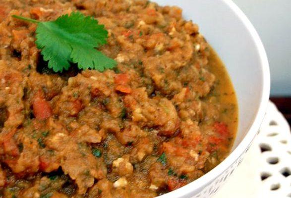 La ricetta dell'insalata zaalouk con melanzane affumicate