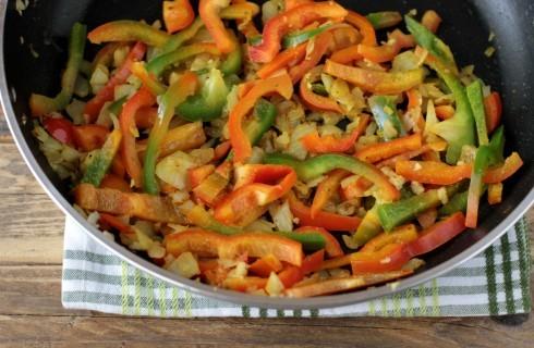Le verdure del pollo al curry indiano