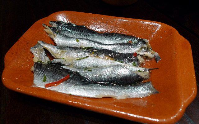 Acciughe marinate agli agrumi, la ricetta veloce