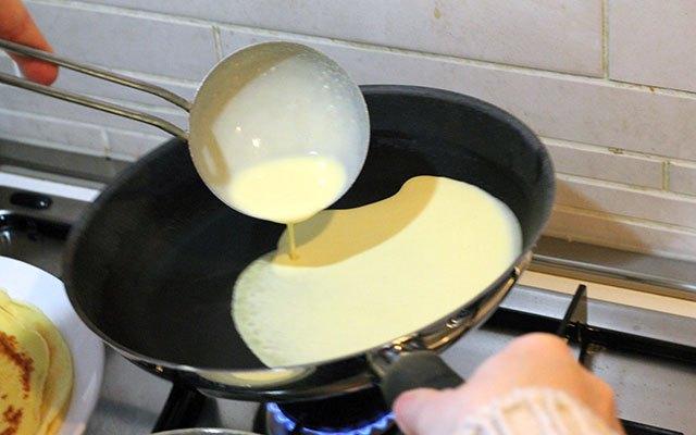 La preparazione delle crepes alla nutella