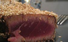 Ecco il filetto di tonno al sesamo e salsa di soia, secondo piatto originale