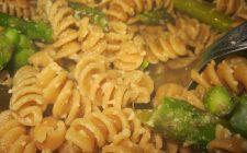 La pasta con gli asparagi con la ricetta light