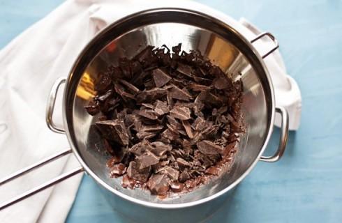 Il temperaggio del cioccolato per le uova di pasqua