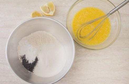 Gli ingredienti per confezinare i muffin con confettura di fichi