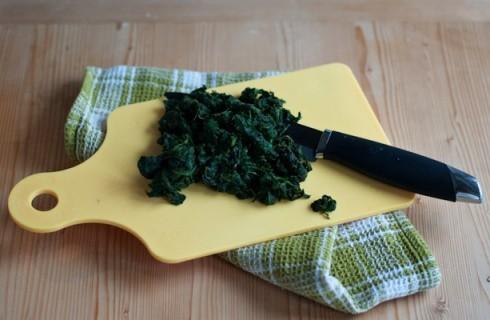 Gli spinaci per il soufflé di tagliatelle