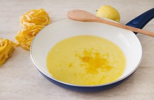 La salsa delle tagliatelle al limone