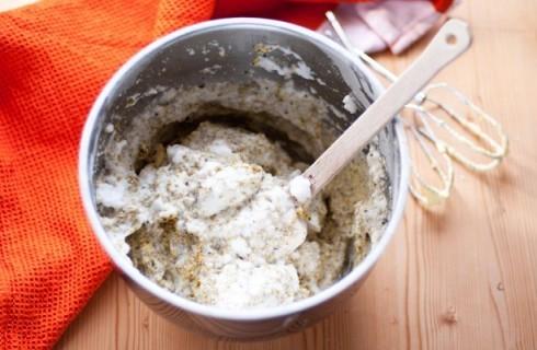 La preparazione del pan di Spagna per la torta al pistacchio