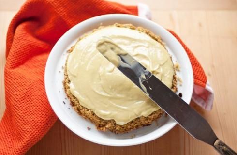 Il confezionamento della torta al pistacchio