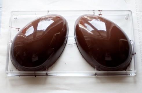 il confezionamento delle uova di pasqua