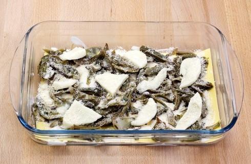 Gli strati delle lasagne ai carciofi