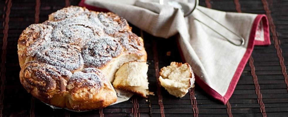 Torta delle Rose, il dolce tradizionale che fa innamorare gli chef