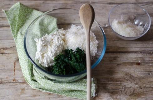Il ripieno dei cannelloni ricotta e spinaci