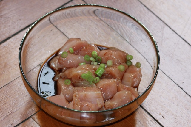 La marinatura del pollo teriyaki