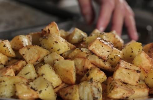 Patate al forno: video tutorial per prepararle